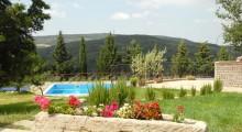 Vista della piscina dal casale